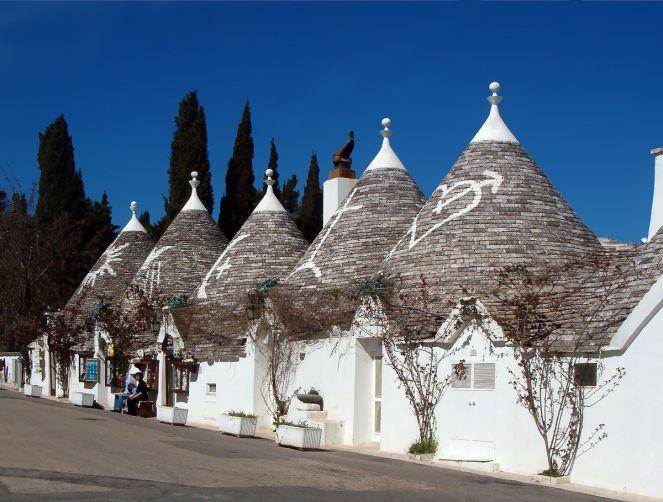 1200px-Trulli_Alberobello11_apr06