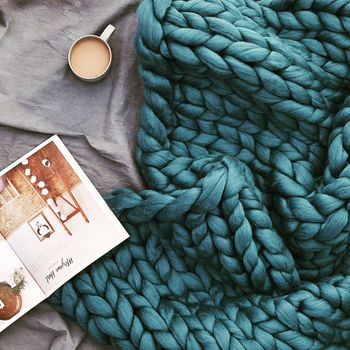 normal_giant-hand-knitted-super-chunky-throw